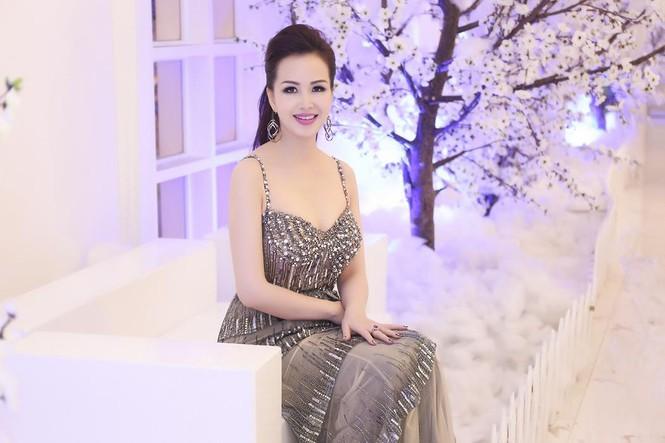 Hoa hậu Diệu Hoa 'lột xác' với style sang trọng, gợi cảm - ảnh 4