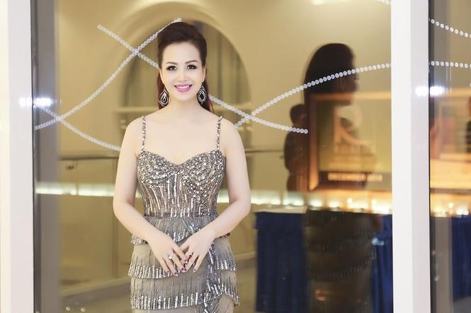 Hoa hậu Diệu Hoa 'lột xác' với style sang trọng, gợi cảm - ảnh 6