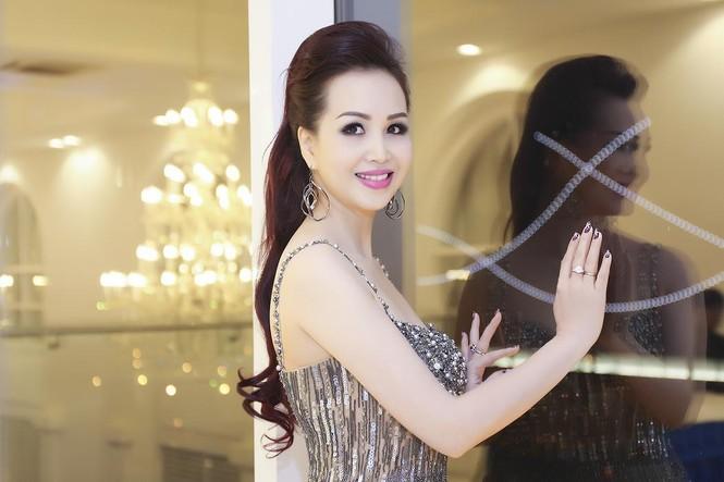 Hoa hậu Diệu Hoa 'lột xác' với style sang trọng, gợi cảm - ảnh 5