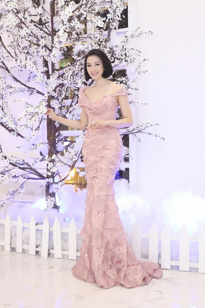 Hoa hậu Diệu Hoa 'lột xác' với style sang trọng, gợi cảm - ảnh 8