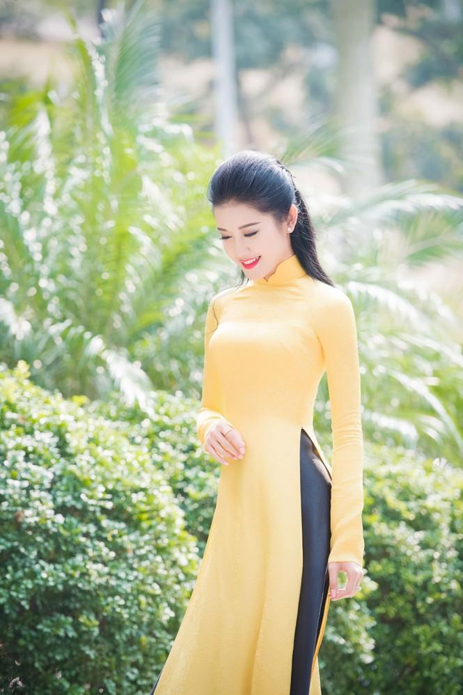 Á hậu Huyền My rạng rỡ áo dài vàng ghi hình Tết - ảnh 3