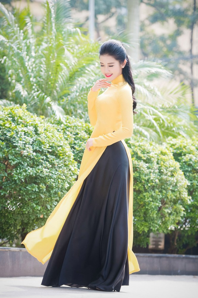 Á hậu Huyền My rạng rỡ áo dài vàng ghi hình Tết - ảnh 5