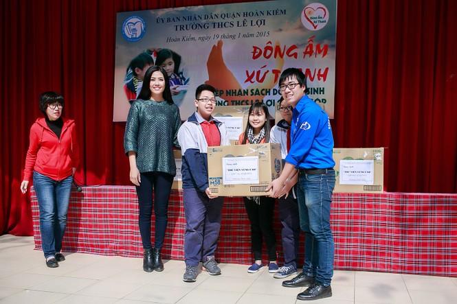 Nguyễn Thị Loan quyên góp sách cho học trò nghèo miền núi - ảnh 2