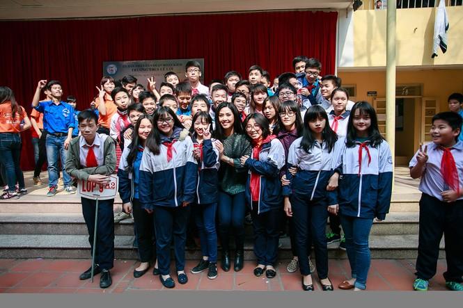 Nguyễn Thị Loan quyên góp sách cho học trò nghèo miền núi - ảnh 5