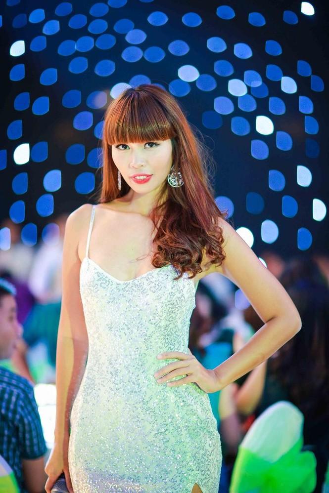 Hà Anh 'tái xuất' nóng bỏng trên sân khấu ca nhạc - ảnh 1