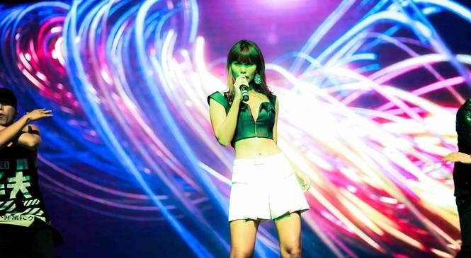 Hà Anh 'tái xuất' nóng bỏng trên sân khấu ca nhạc - ảnh 3