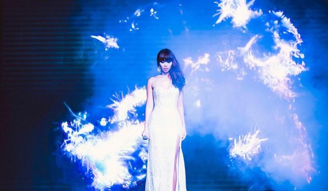 Hà Anh 'tái xuất' nóng bỏng trên sân khấu ca nhạc - ảnh 4