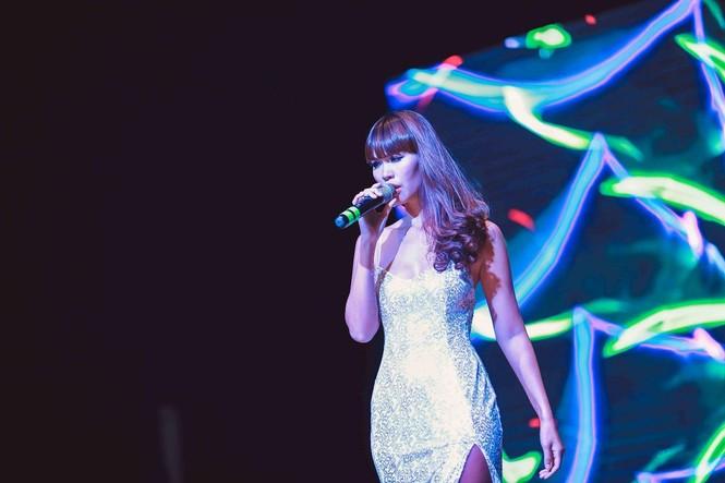 Hà Anh 'tái xuất' nóng bỏng trên sân khấu ca nhạc - ảnh 5