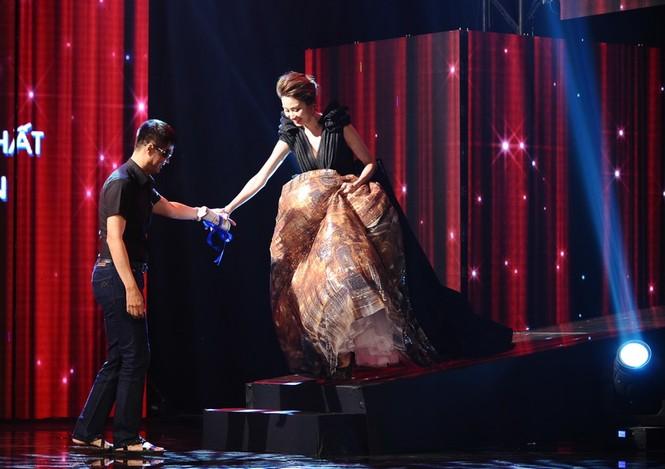 Ngân Khánh suýt gặp tai nạn váy áo trước ngày cưới - ảnh 6