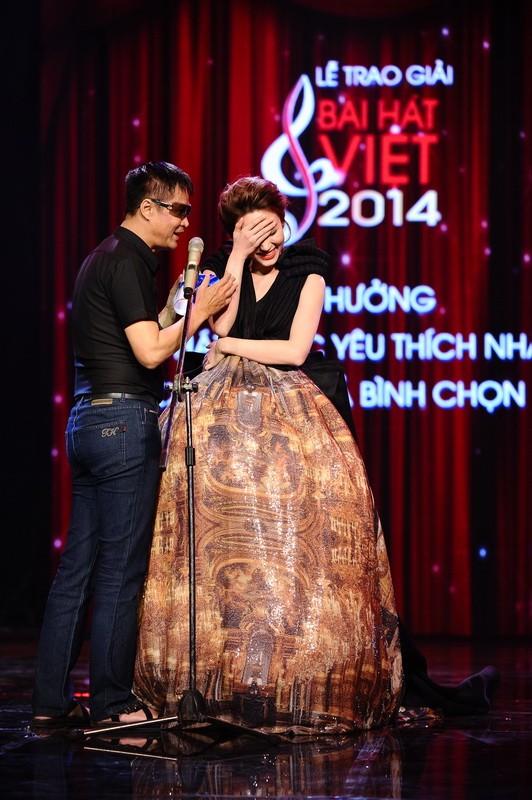 Ngân Khánh suýt gặp tai nạn váy áo trước ngày cưới - ảnh 10