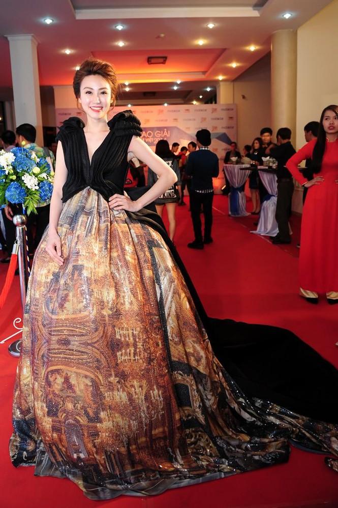 Ngân Khánh suýt gặp tai nạn váy áo trước ngày cưới - ảnh 2