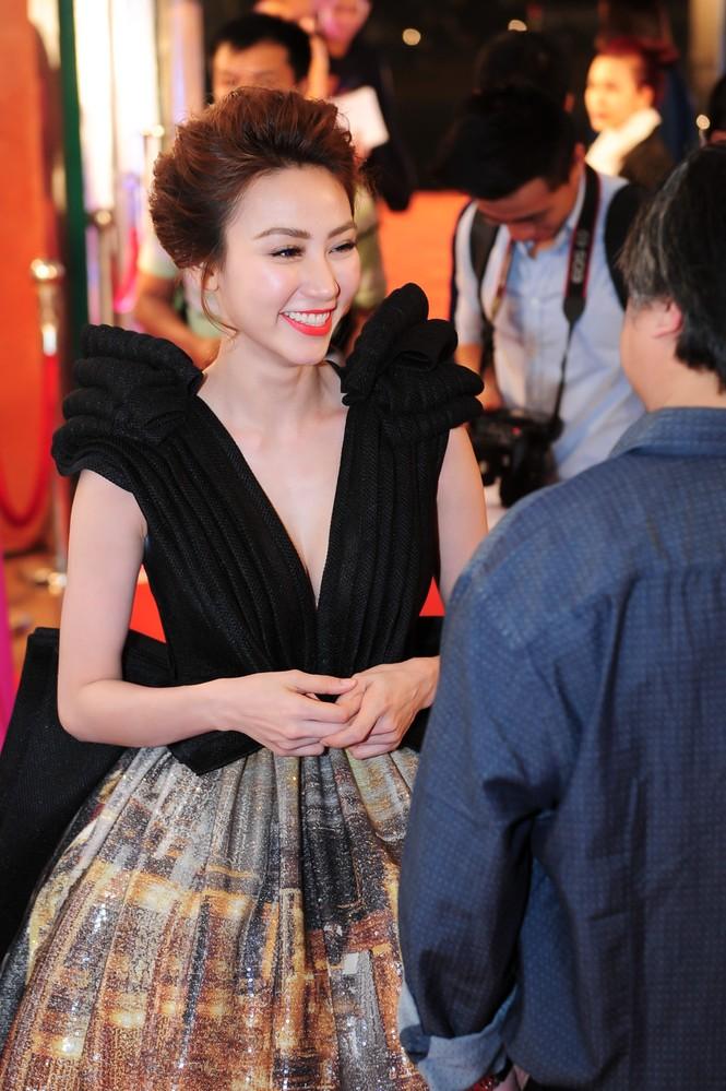 Ngân Khánh suýt gặp tai nạn váy áo trước ngày cưới - ảnh 5