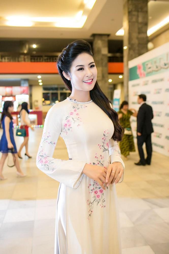 Ngọc Hân duyên dáng áo dài dẫn chương trình Tết - ảnh 3