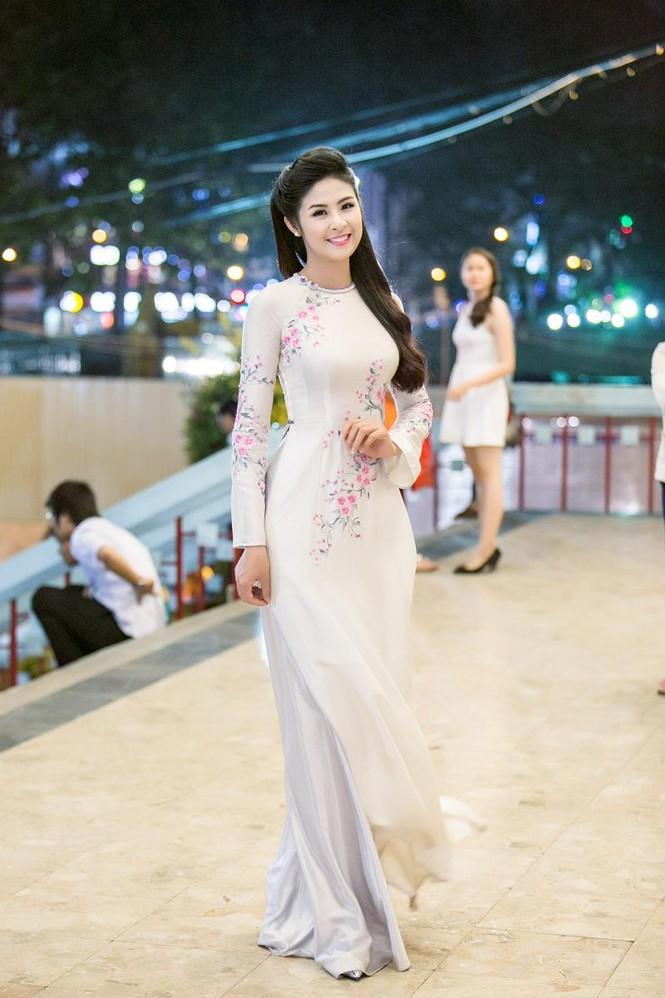 Ngọc Hân duyên dáng áo dài dẫn chương trình Tết - ảnh 2