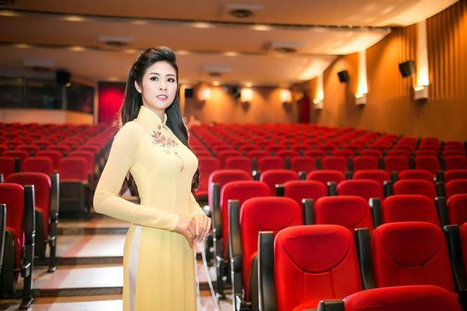 Ngọc Hân duyên dáng áo dài dẫn chương trình Tết - ảnh 6