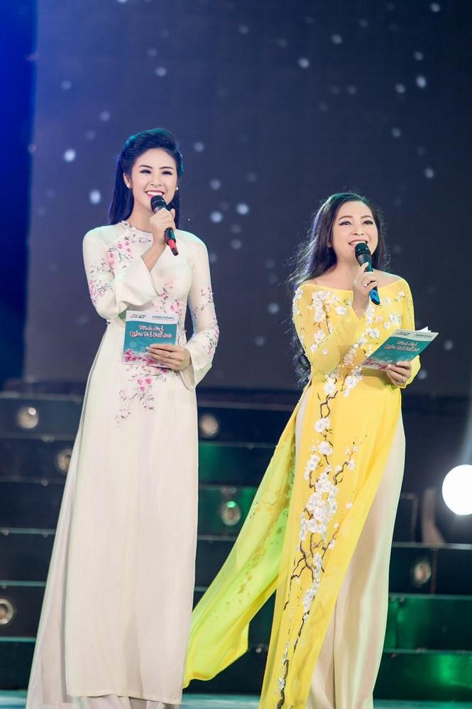 Ngọc Hân duyên dáng áo dài dẫn chương trình Tết - ảnh 9