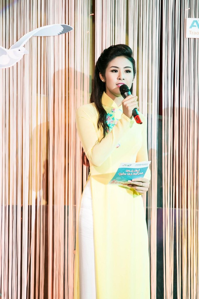 Ngọc Hân duyên dáng áo dài dẫn chương trình Tết - ảnh 10