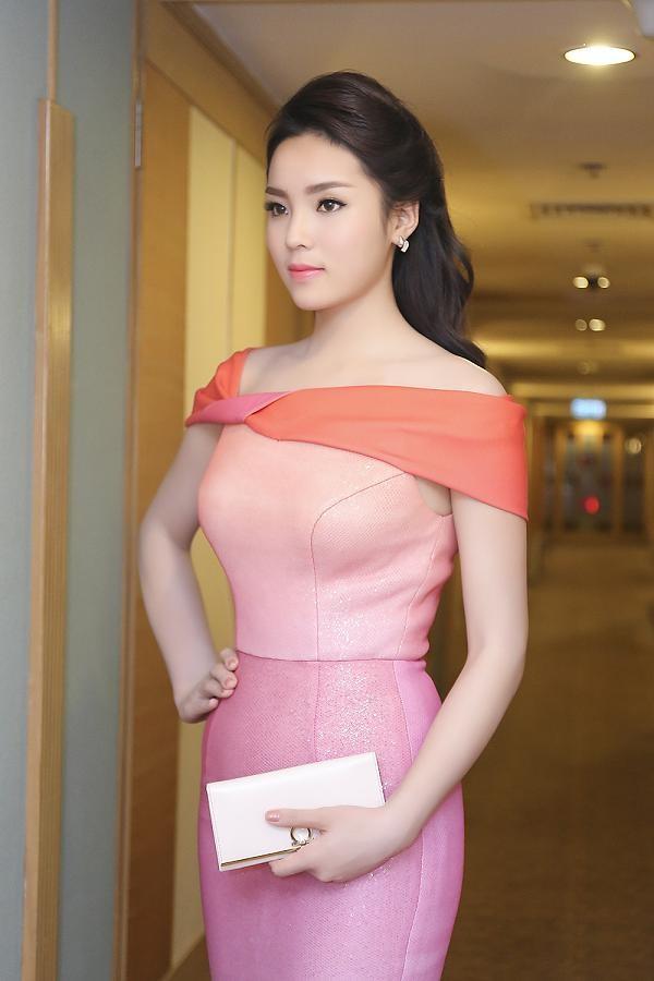 Hoa hậu Kỳ Duyên quyến rũ, lộng lẫy trên thảm đỏ - ảnh 2
