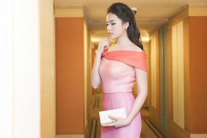 Hoa hậu Kỳ Duyên quyến rũ, lộng lẫy trên thảm đỏ - ảnh 3