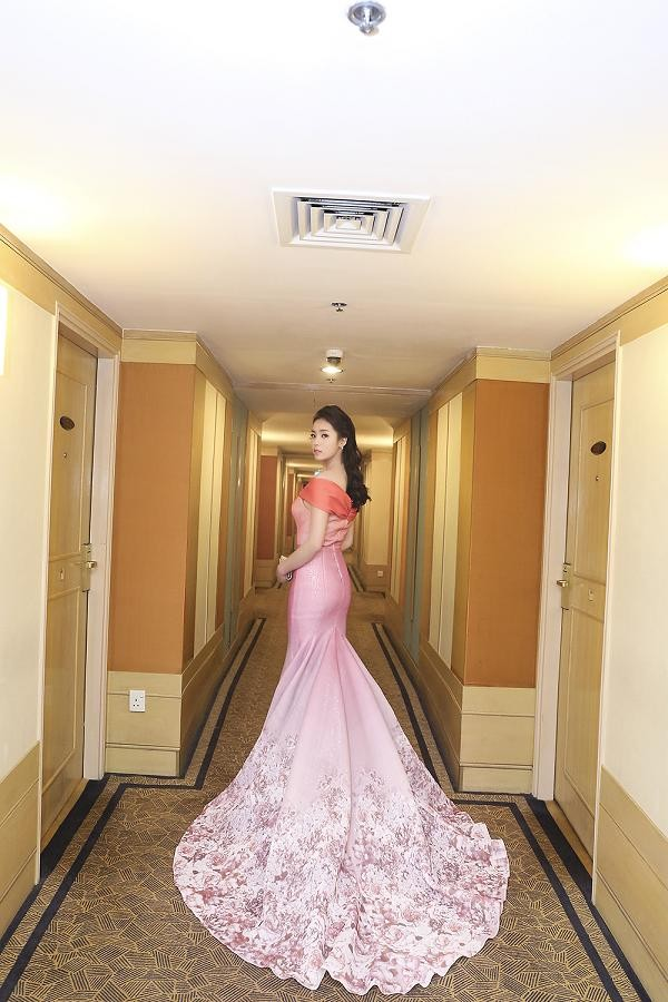 Hoa hậu Kỳ Duyên quyến rũ, lộng lẫy trên thảm đỏ - ảnh 5