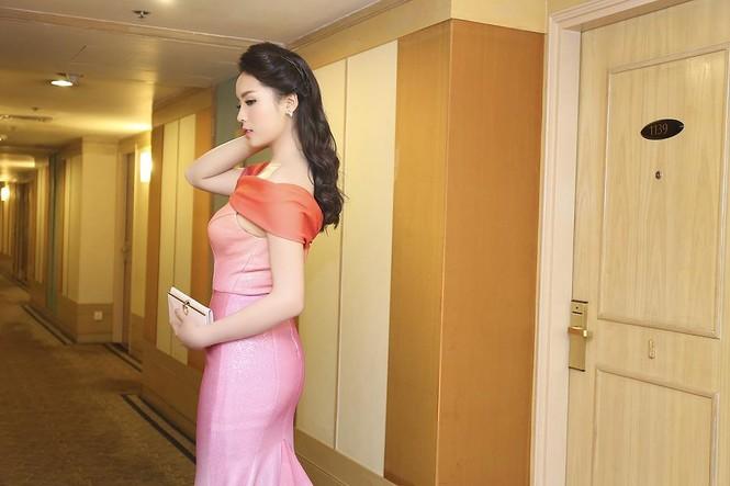 Hoa hậu Kỳ Duyên quyến rũ, lộng lẫy trên thảm đỏ - ảnh 7