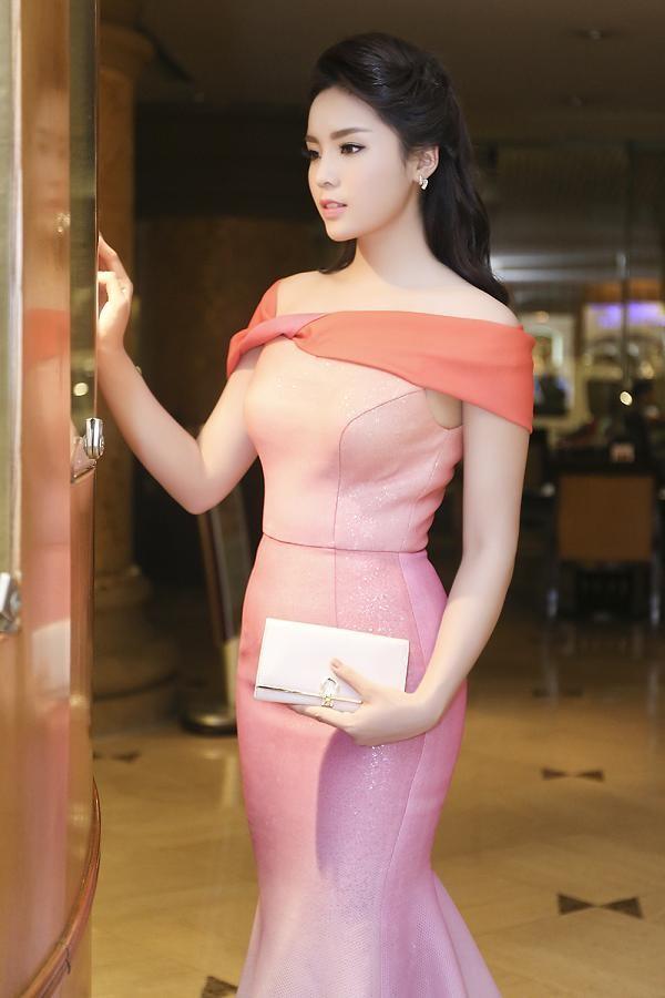 Hoa hậu Kỳ Duyên quyến rũ, lộng lẫy trên thảm đỏ - ảnh 8