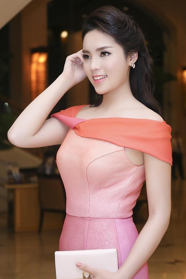 Hoa hậu Kỳ Duyên quyến rũ, lộng lẫy trên thảm đỏ - ảnh 9