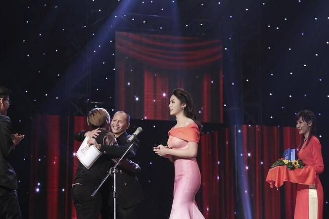 Hoa hậu Kỳ Duyên quyến rũ, lộng lẫy trên thảm đỏ - ảnh 13