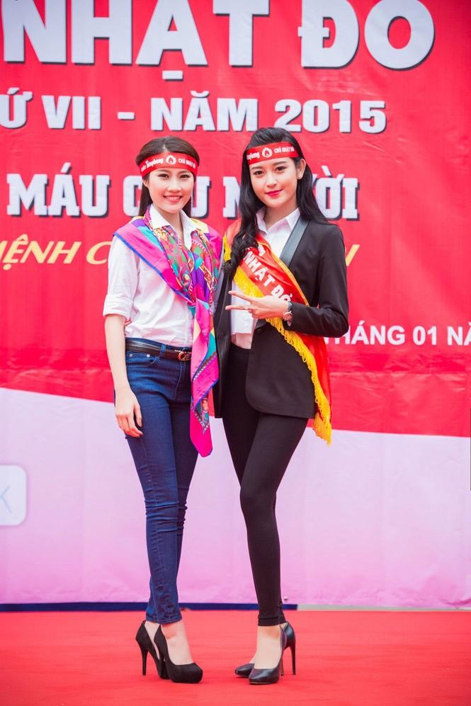 Người đẹp rạng rỡ tại Chủ Nhật Đỏ 2015 ở Hà Nội - ảnh 9