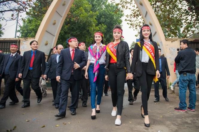 Người đẹp rạng rỡ tại Chủ Nhật Đỏ 2015 ở Hà Nội - ảnh 3