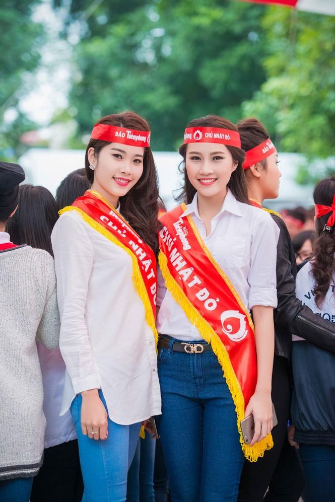 Người đẹp rạng rỡ tại Chủ Nhật Đỏ 2015 ở Hà Nội - ảnh 7