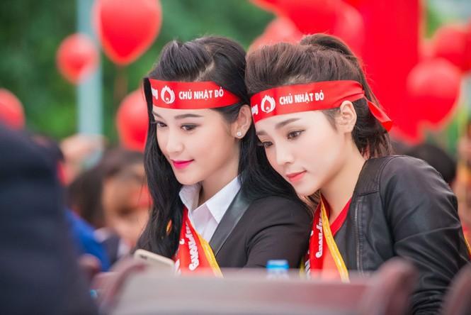 Người đẹp rạng rỡ tại Chủ Nhật Đỏ 2015 ở Hà Nội - ảnh 10