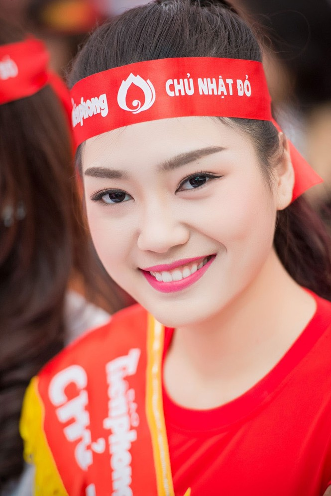 Người đẹp rạng rỡ tại Chủ Nhật Đỏ 2015 ở Hà Nội - ảnh 8