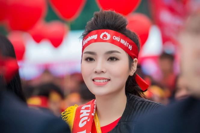 Người đẹp rạng rỡ tại Chủ Nhật Đỏ 2015 ở Hà Nội - ảnh 4