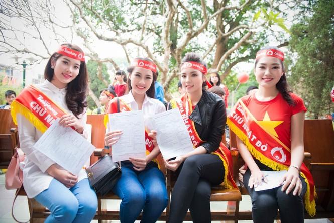 Người đẹp rạng rỡ tại Chủ Nhật Đỏ 2015 ở Hà Nội - ảnh 12