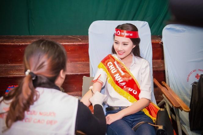 Người đẹp rạng rỡ tại Chủ Nhật Đỏ 2015 ở Hà Nội - ảnh 17