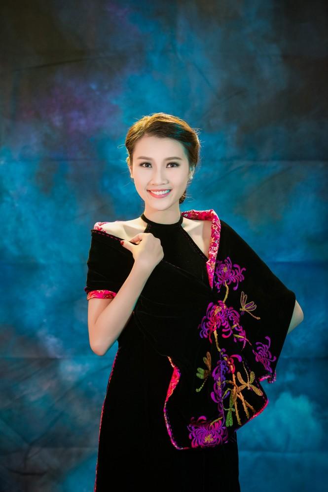 Người đẹp Thanh Tú, Kiều Anh duyên dáng với áo dài - ảnh 1