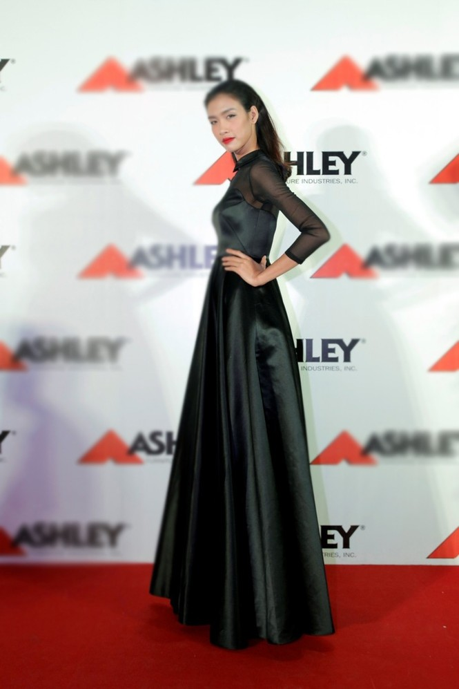 Quán quân Next Top Model Quang Hùng tình tứ cùng bạn gái - ảnh 5