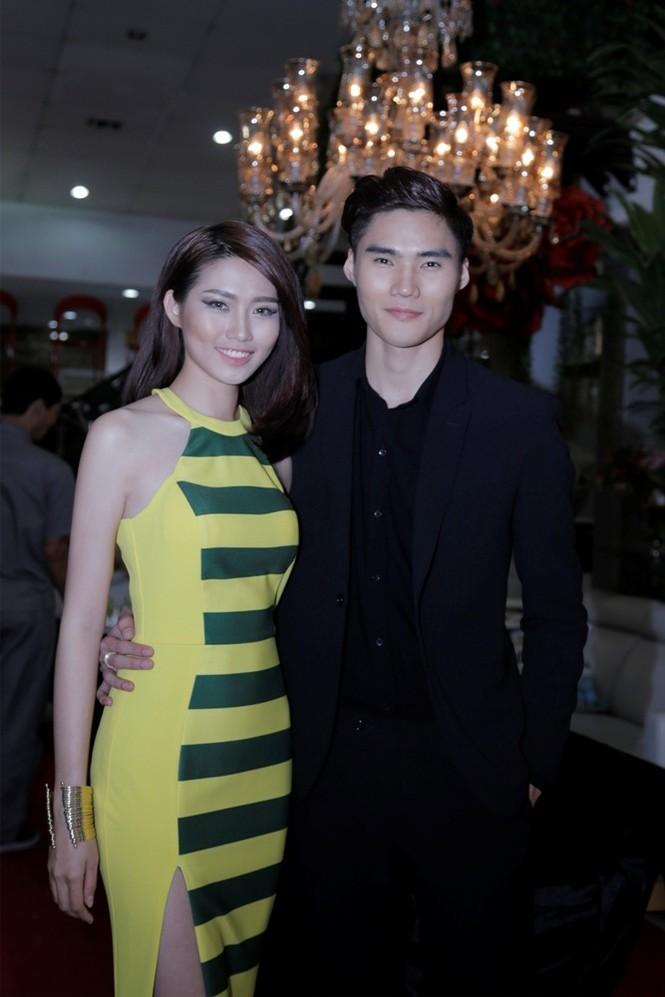 Quán quân Next Top Model Quang Hùng tình tứ cùng bạn gái - ảnh 3