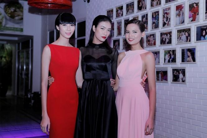 Quán quân Next Top Model Quang Hùng tình tứ cùng bạn gái - ảnh 9