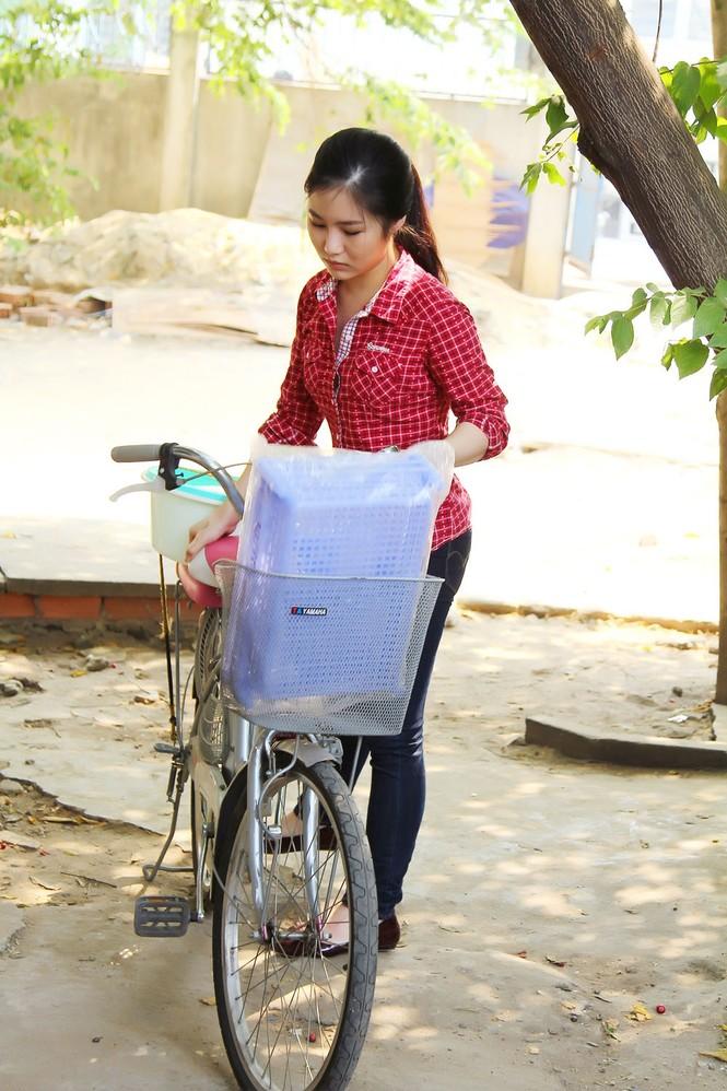 Hương Tràm giản dị, quê mùa trong phim Tết 2015 - ảnh 1