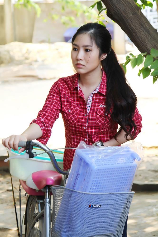Hương Tràm giản dị, quê mùa trong phim Tết 2015 - ảnh 4
