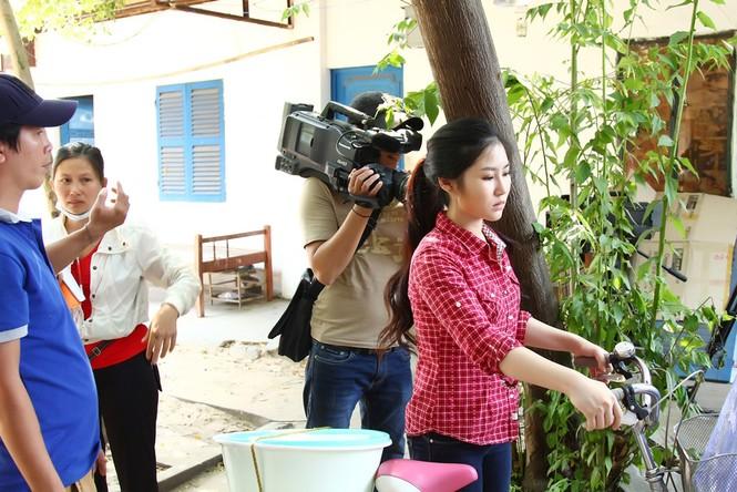 Hương Tràm giản dị, quê mùa trong phim Tết 2015 - ảnh 7