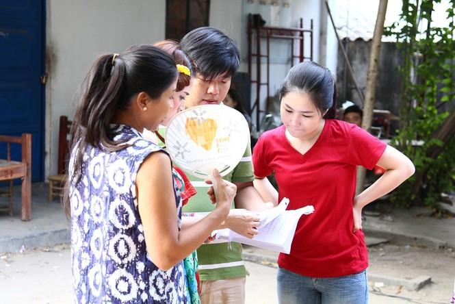 Hương Tràm giản dị, quê mùa trong phim Tết 2015 - ảnh 10