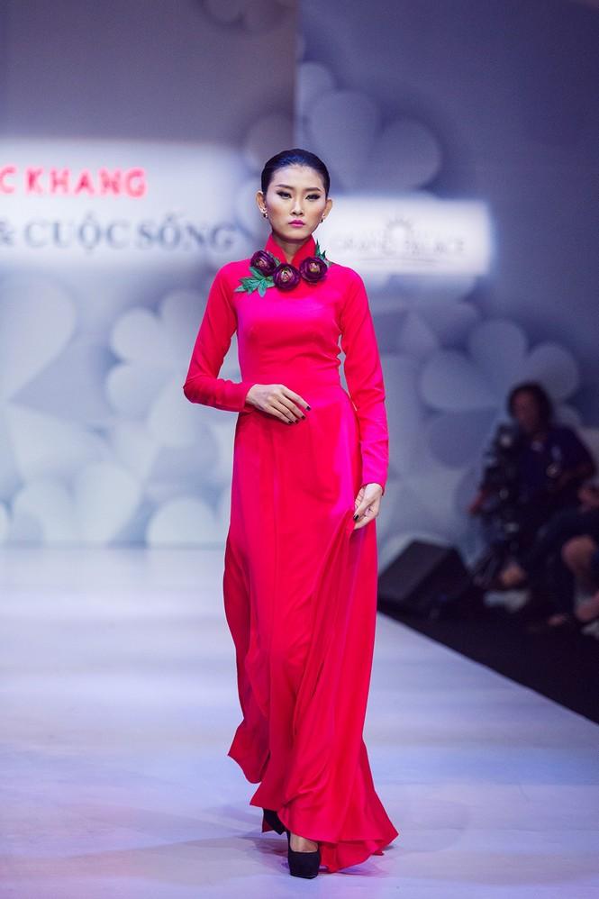 Phạm Hương, Quang Lê tươi rói xem Việt Trinh diễn áo dài - ảnh 8