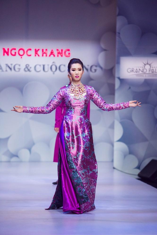 Phạm Hương, Quang Lê tươi rói xem Việt Trinh diễn áo dài - ảnh 9