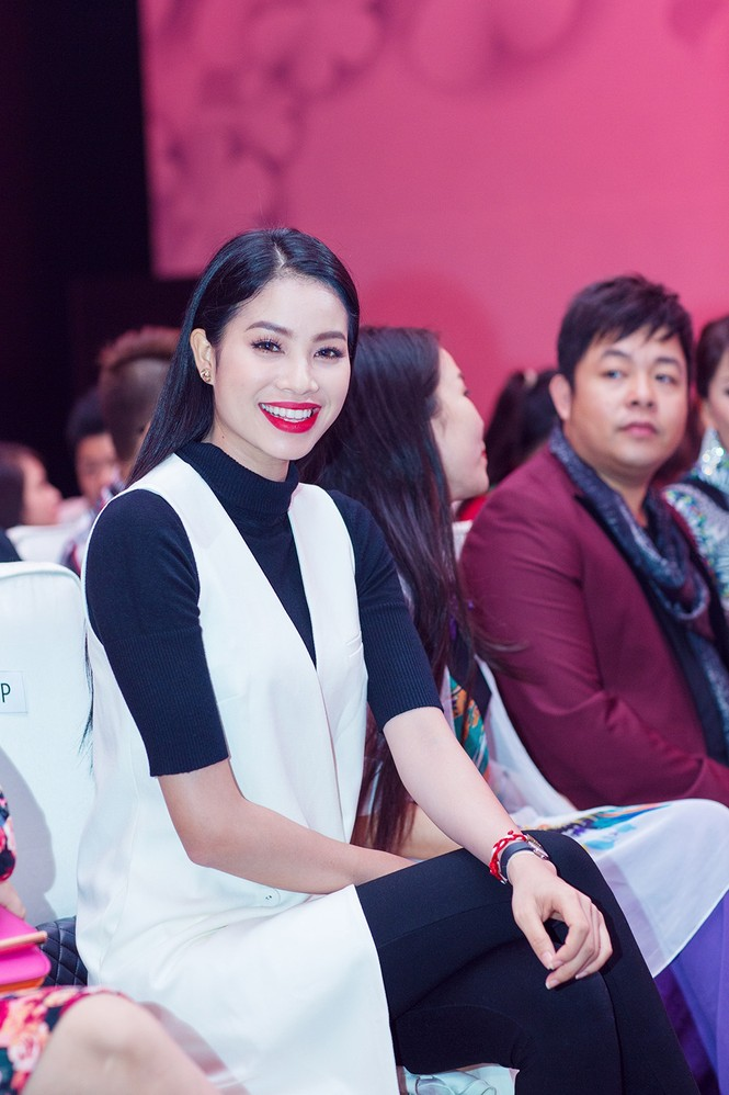 Phạm Hương, Quang Lê tươi rói xem Việt Trinh diễn áo dài - ảnh 1
