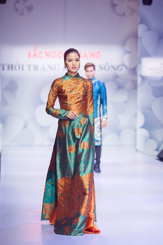 Phạm Hương, Quang Lê tươi rói xem Việt Trinh diễn áo dài - ảnh 4