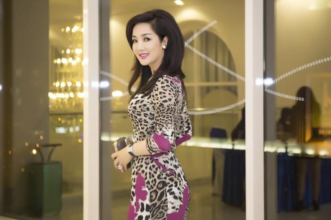 Giáng My diện váy da báo quyến rũ đi dự tiệc doanh nhân - ảnh 7