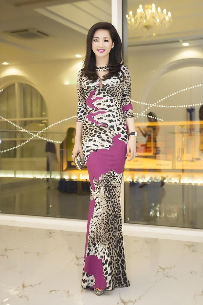 Giáng My diện váy da báo quyến rũ đi dự tiệc doanh nhân - ảnh 10